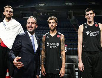 Bakan Kasapoğlu, A Milli Erkek Basketbol Takımı ile bir araya geldi