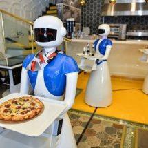 Robot garsonlara yoğun ilgi