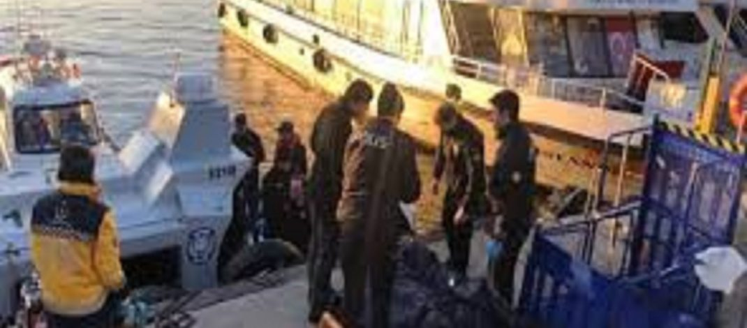 Adalar iskelesi açıklarında erkek cesedi bulundu
